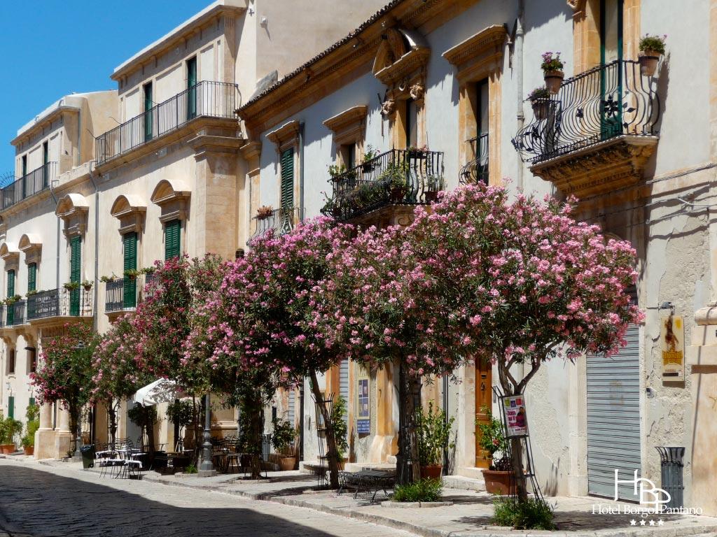 Modica ville baroque h tel borgo pantano syracuse for Baroque hotel